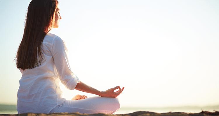 ¡Ventajas de practicar yoga en la playa!